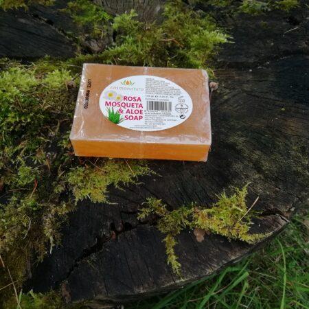 kibuvitsaoliga ja aloe vera mahlaga seep